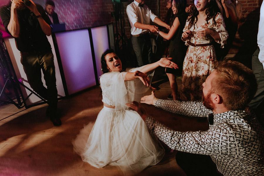 Baśniowy ślub w Tabunie | ceremonia w plenerze A+M 110 alebosco ania mateusz tabun 1154