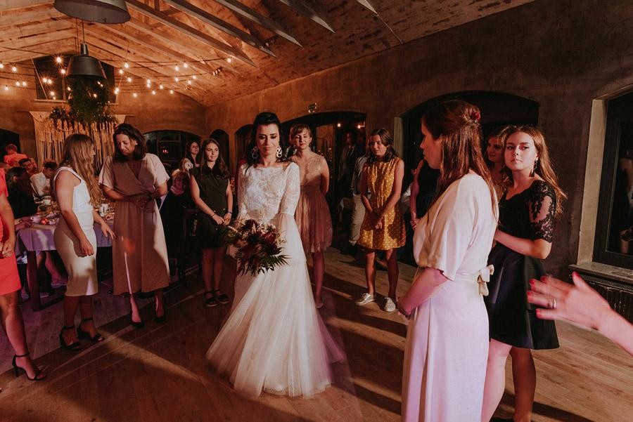 Baśniowy ślub w Tabunie | ceremonia w plenerze A+M 119 alebosco ania mateusz tabun 1397