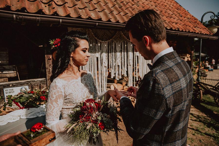 Baśniowy ślub w Tabunie | ceremonia w plenerze A+M 50 alebosco ania mateusz tabun 320