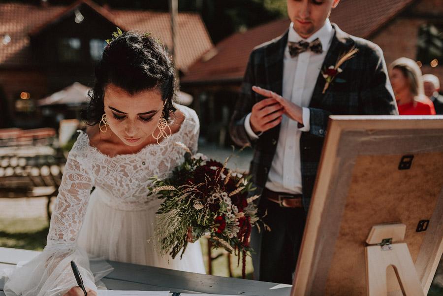 Baśniowy ślub w Tabunie | ceremonia w plenerze A+M 52 alebosco ania mateusz tabun 337