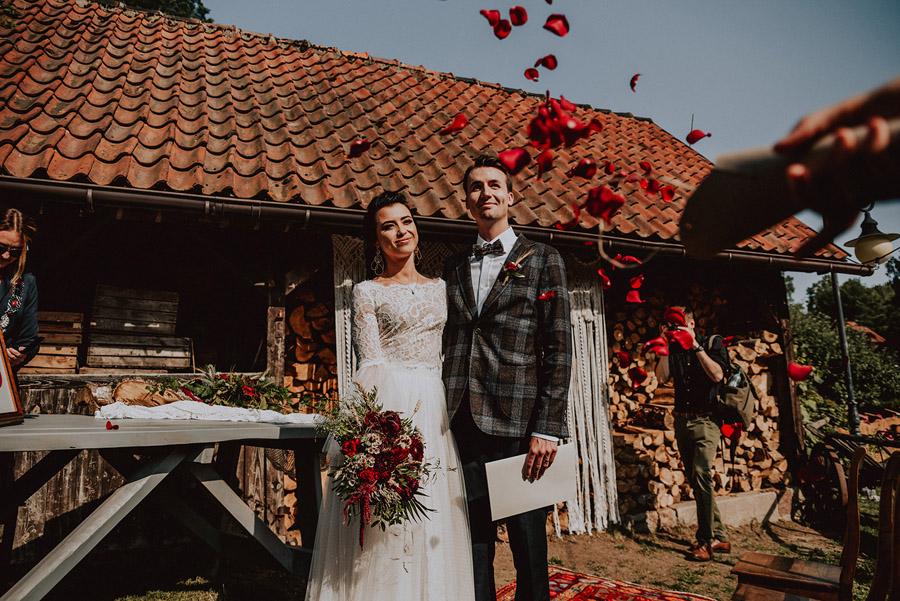 Baśniowy ślub w Tabunie | ceremonia w plenerze A+M 53 alebosco ania mateusz tabun 350