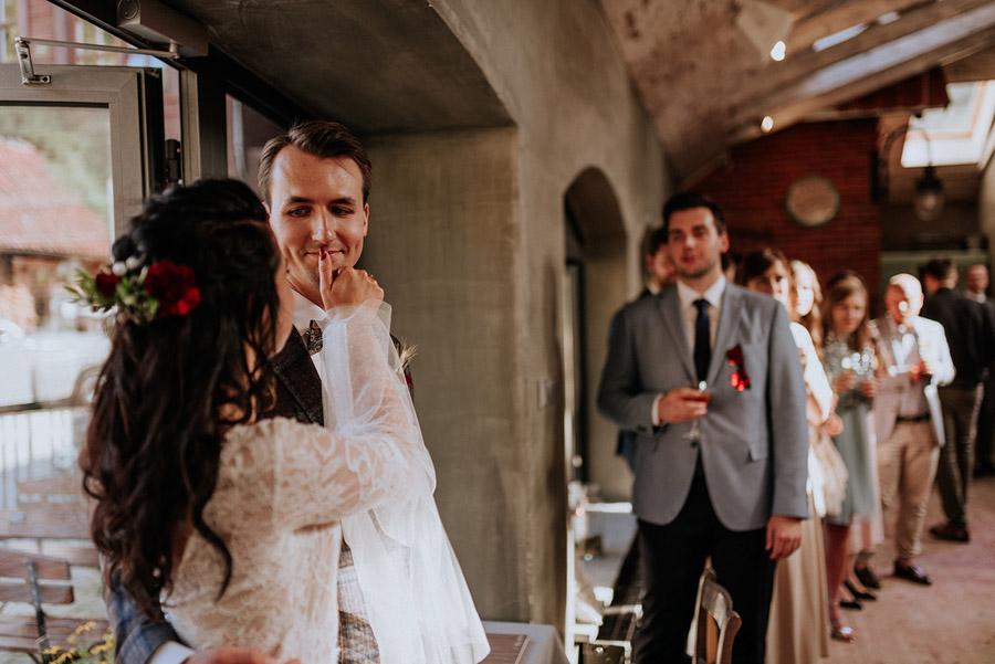 Baśniowy ślub w Tabunie | ceremonia w plenerze A+M 62 alebosco ania mateusz tabun 546
