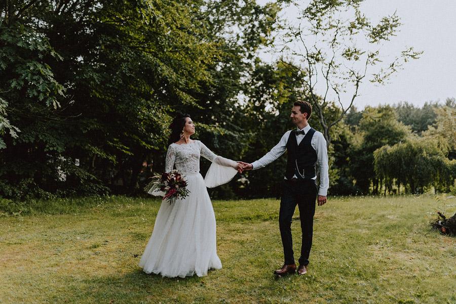 Baśniowy ślub w Tabunie | ceremonia w plenerze A+M 95 alebosco ania mateusz tabun 966b