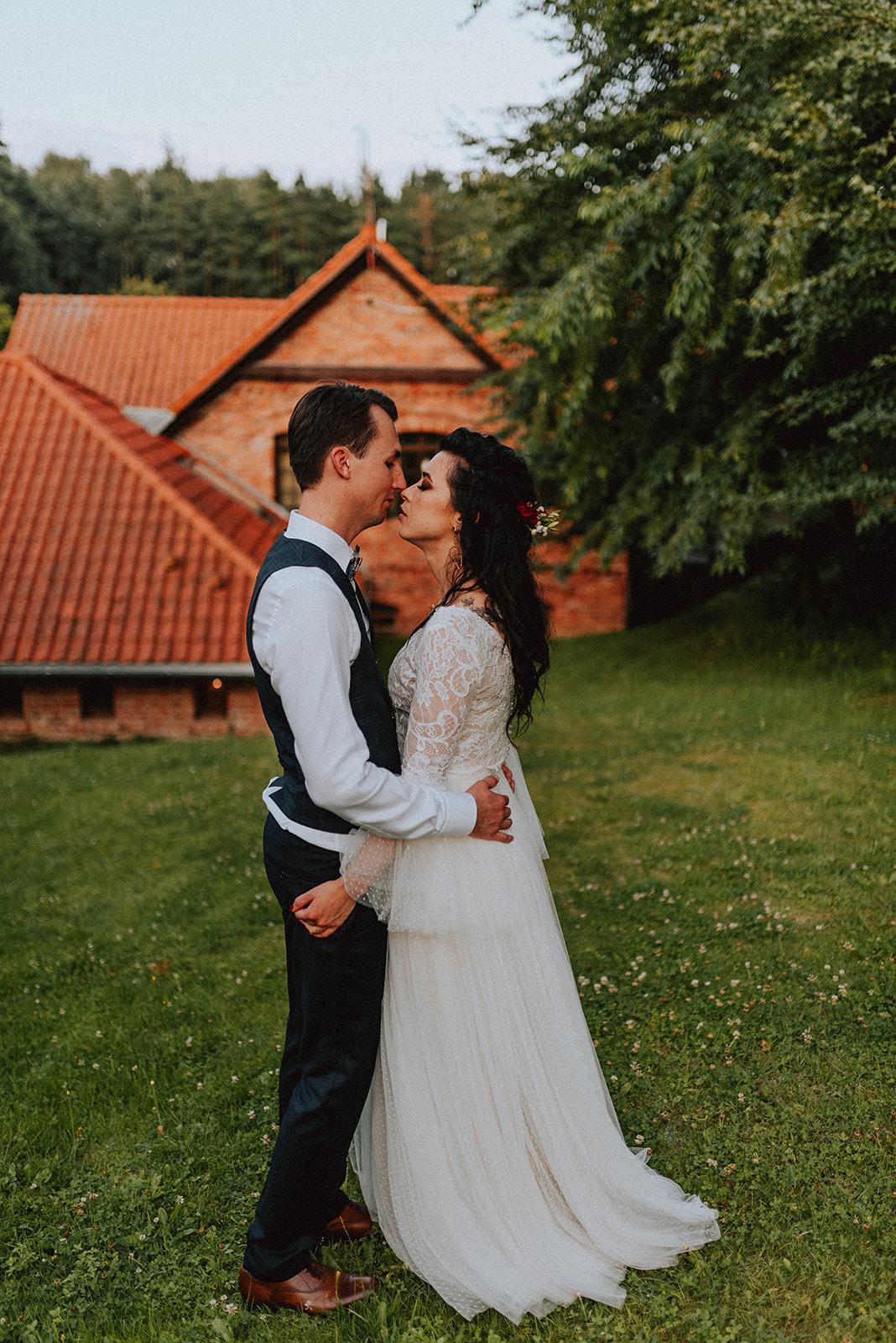 Baśniowy ślub w Tabunie | ceremonia w plenerze A+M 96 alebosco ania mateusz tabun 968