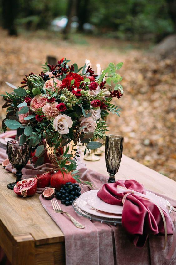 10 pomysłów na wyjątkowy ślub jesienią 16 velvet jesienny slub alebosco9 e1586349902796