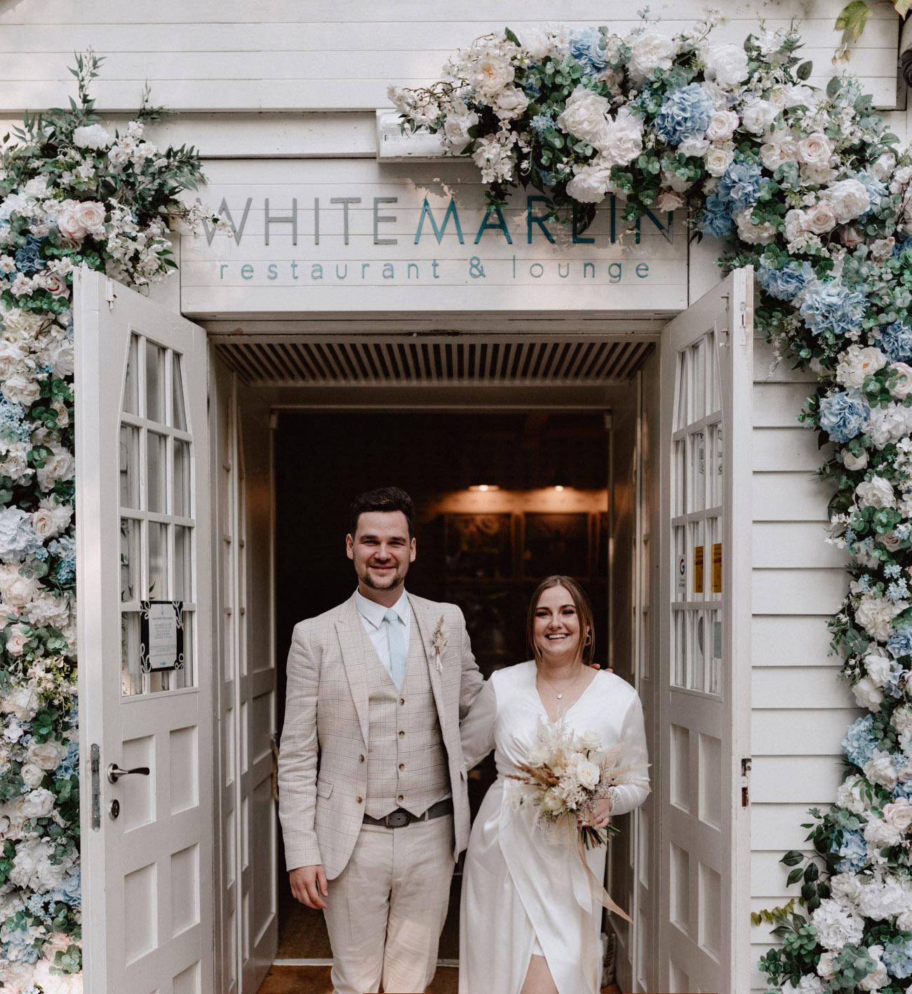 Minimalistyczny ślub na plaży | White Marlin A+K 1 189 alebosco ceremonia na plazy ak white marlin