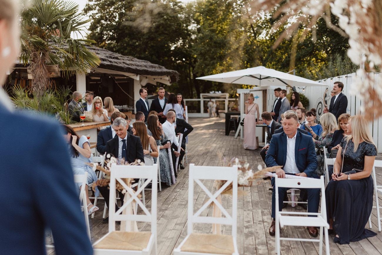Minimalistyczny ślub na plaży | White Marlin A+K 36 225 alebosco ceremonia na plazy ak white marlin