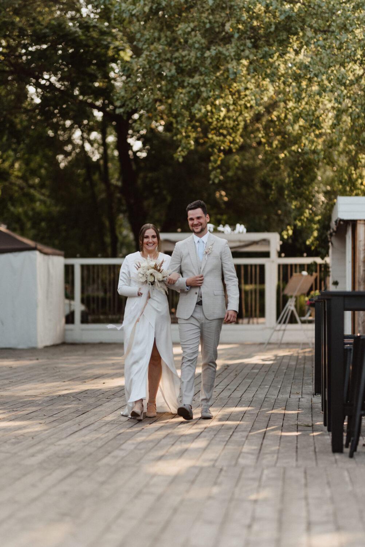 Minimalistyczny ślub na plaży | White Marlin A+K 37 226 alebosco ceremonia na plazy ak white marlin