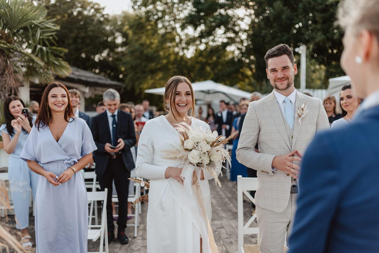 Minimalistyczny ślub na plaży | White Marlin A+K 38 227 alebosco ceremonia na plazy ak white marlin