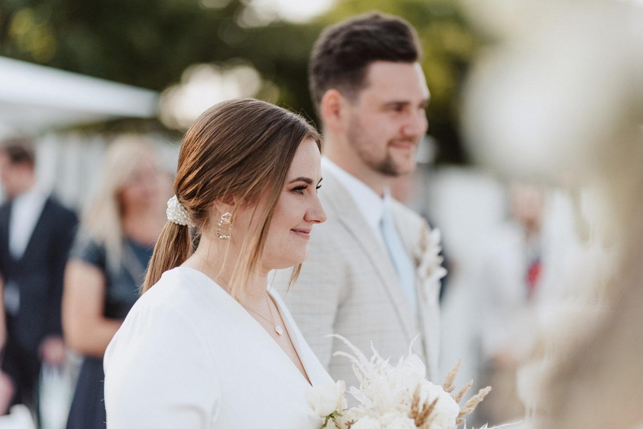Minimalistyczny ślub na plaży | White Marlin A+K 39 229 alebosco ceremonia na plazy ak white marlin