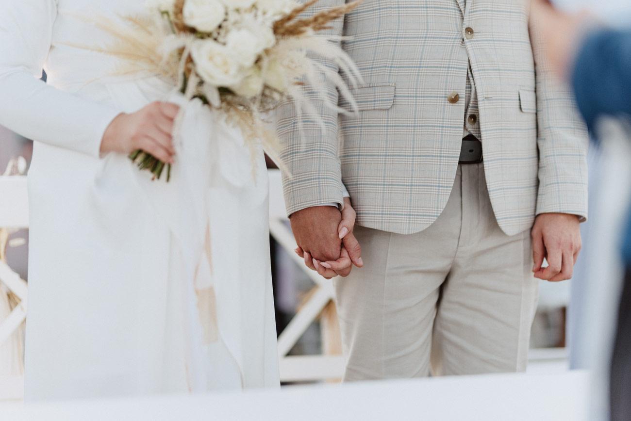 Minimalistyczny ślub na plaży | White Marlin A+K 40 232 alebosco ceremonia na plazy ak white marlin