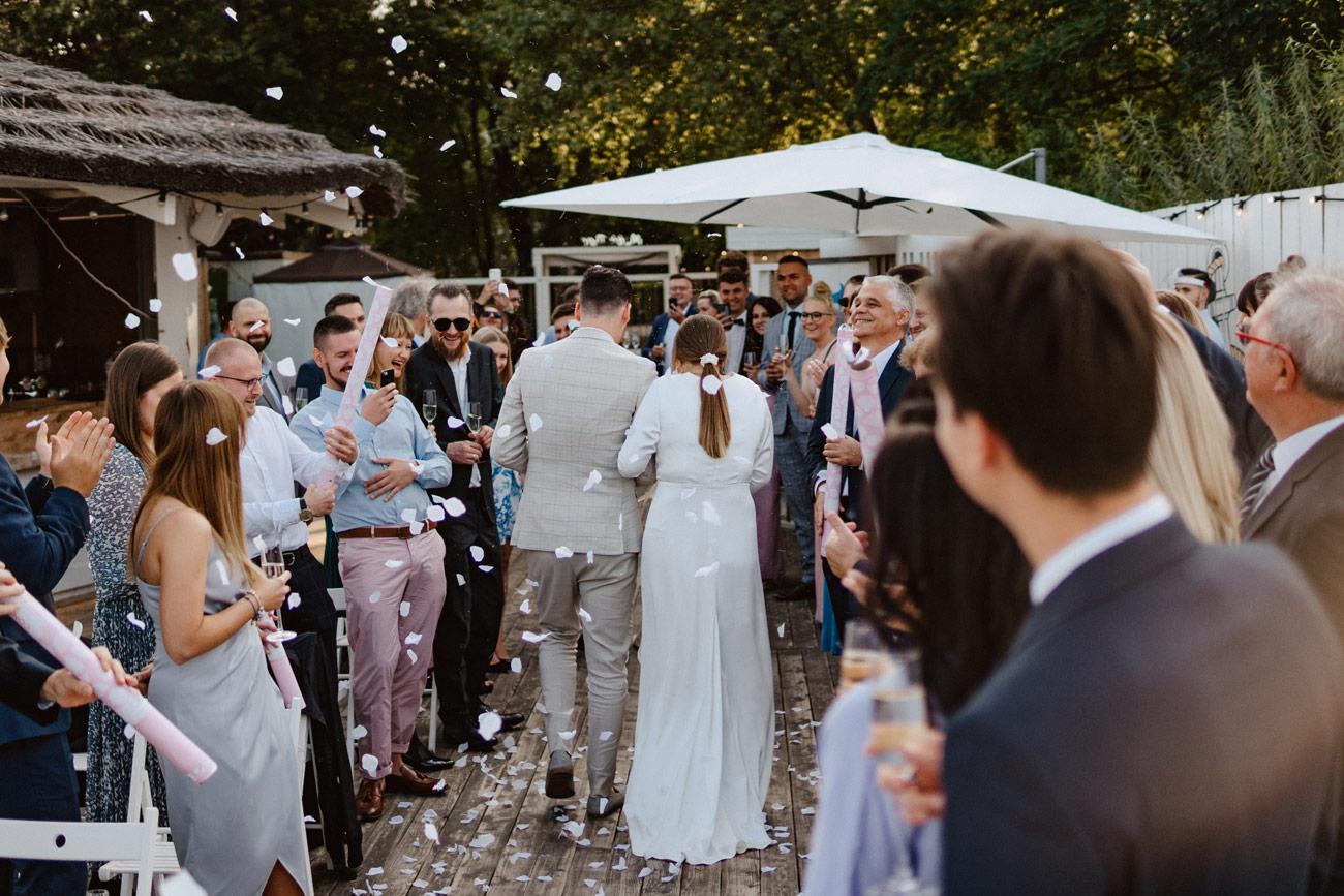 Minimalistyczny ślub na plaży | White Marlin A+K 57 254 alebosco ceremonia na plazy ak white marlin