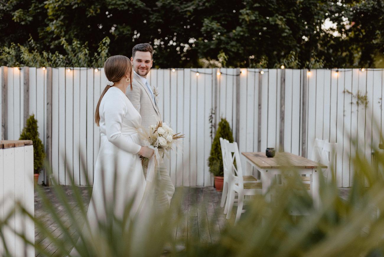 Minimalistyczny ślub na plaży | White Marlin A+K 76 273 alebosco ceremonia na plazy ak white marlin