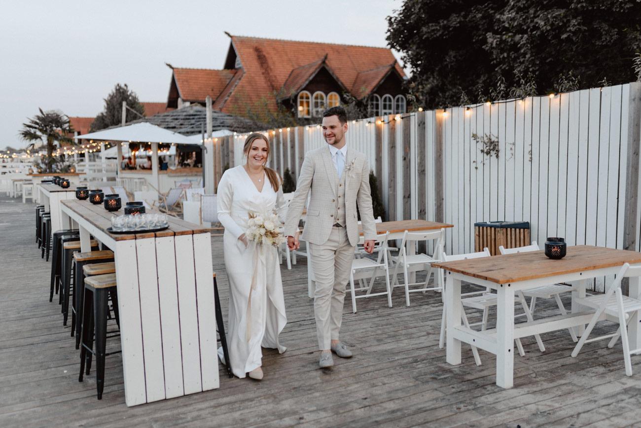 Minimalistyczny ślub na plaży | White Marlin A+K 79 278 alebosco ceremonia na plazy ak white marlin