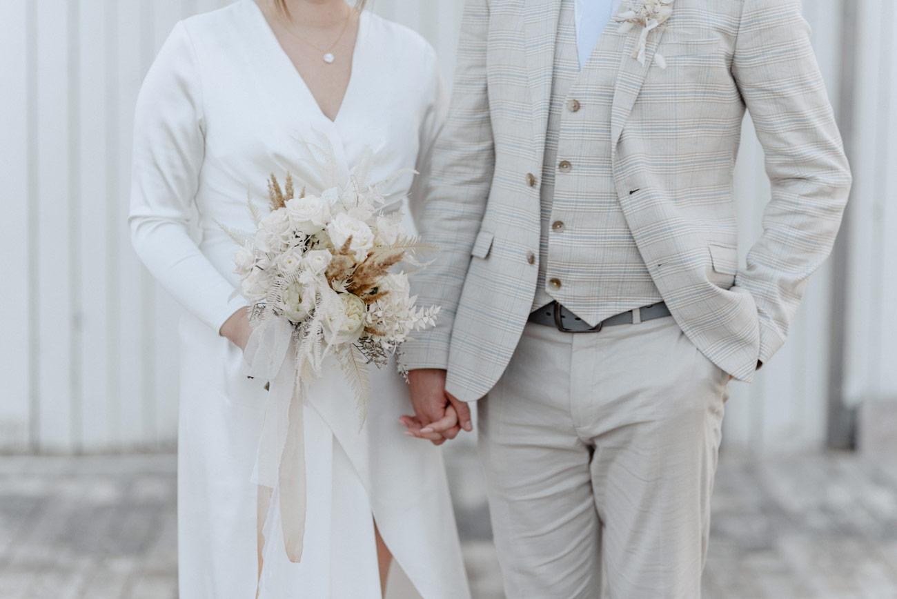 Minimalistyczny ślub na plaży | White Marlin A+K 82 280 alebosco ceremonia na plazy ak white marlin