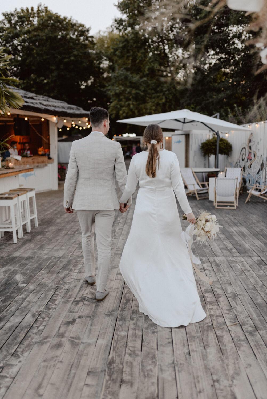 Minimalistyczny ślub na plaży | White Marlin A+K 84 282 alebosco ceremonia na plazy ak white marlin